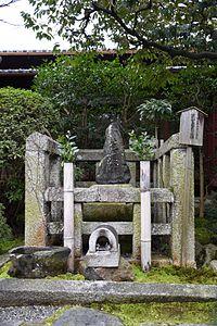 Matsuo-Basho-Tomb.jpg