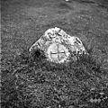 """Mejnik (""""konfin"""") s križem ob poti Vojsko- Rovtarjev vrh 1959.jpg"""