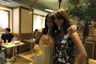 CanCam - Image: Melody Yoko and Maryjun Takahashi at the Shore Magazine launch party