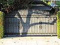 Metal driveway gate Hancock Park.jpg
