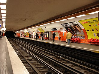 Montparnasse – Bienvenüe (Paris Métro) - Image: Metro Paris Ligne 6 station Montparnasse Bienvenue 01