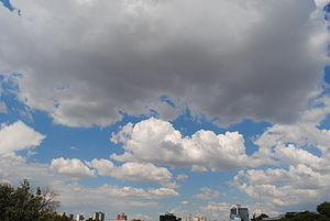 Sky of Mexico City from a bridge. Deutsch: Sky...