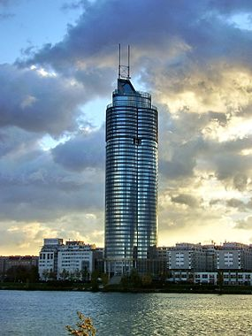 Millennium Tower Vienna seen from across the Danube 2006-11-02 099.jpg