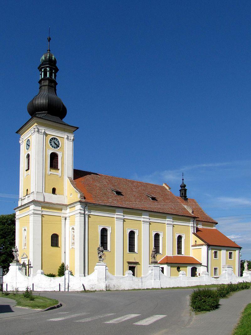 Kostel Všech svatých na návsi