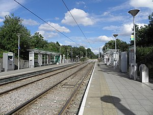 Mitcham tramstop look east 2012.JPG
