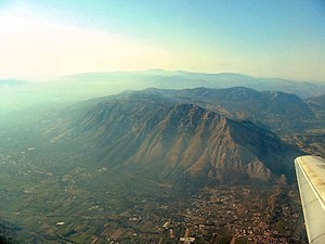 Taburno Camposauro - Aerial view of the massif, with the Taburno group in the foreground and Camposauro in the background.