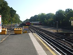 Moor Park tube stn northbound slow look south.JPG