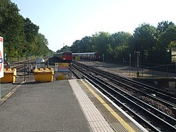 Moor Park tube stn northbound slow look south