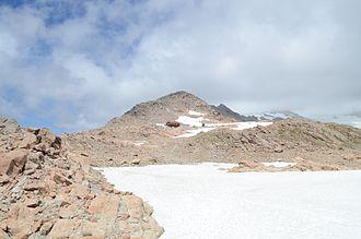 Mount Ollivier - Mueller Hut and the summit of Mount Ollivier
