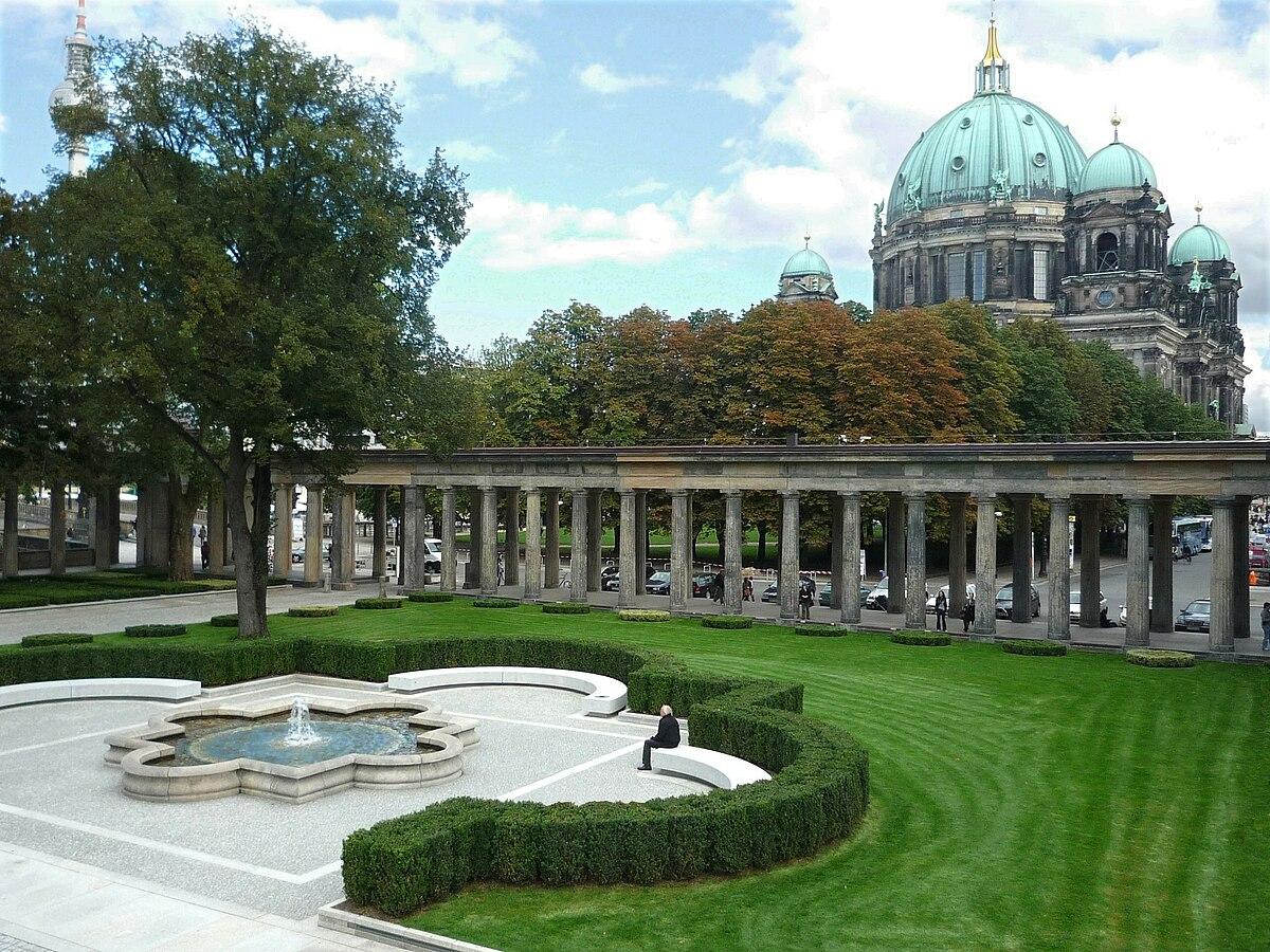 File Museumsinsel Berlin Kolonnadenhof 3 Jpg Wikimedia Commons