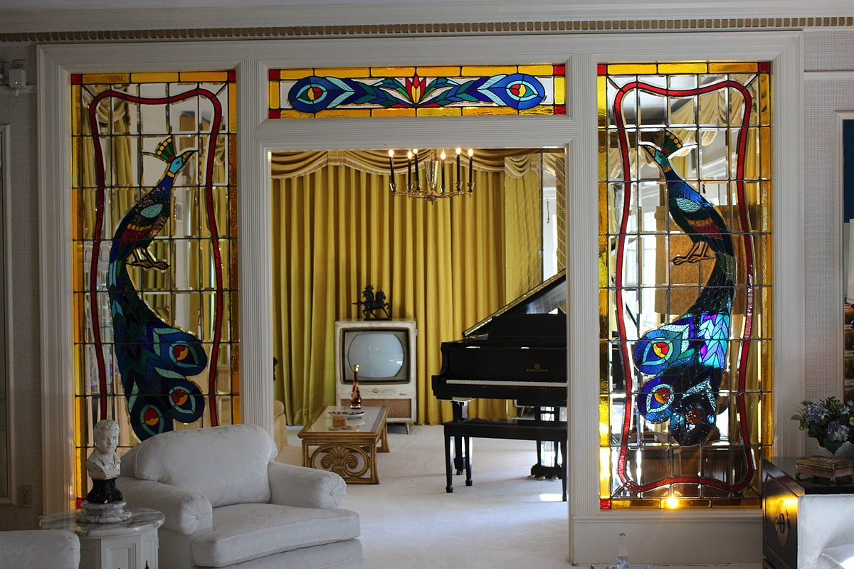 File:Music Room in Graceland, the home of Elvis Presley ...