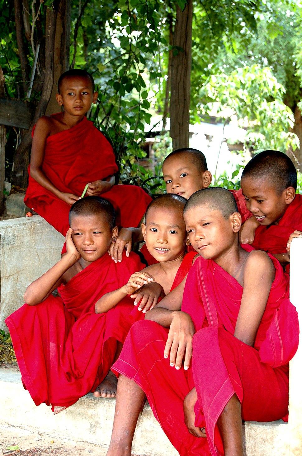 Myanmar monks2