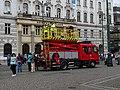 Náměstí Republiky před průvodem tramvají, trolejová věž.jpg