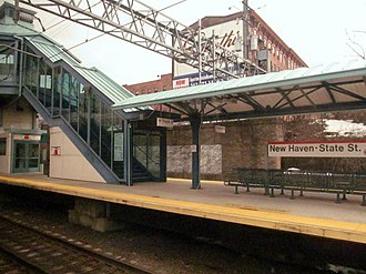 New Haven State Street station - Island platform at State Street viewed from a passing Amtrak train