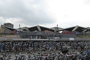 Tilburg railway station - Image: NS station Tilburg (exterieur), Spoorzone, 1 april 2017