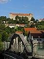Neulengbach - Brücke Schulgasse mit Blick Richtung Burg.jpg