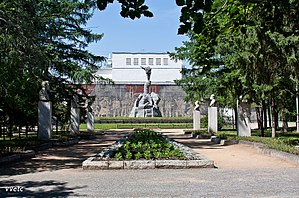 Monument to the Heroes of the Revolution - Vladimir Kolesnikov. The main alley
