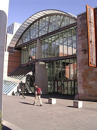 Germanisches Nationalmuseum - Image: Nuernberg gnm haupteingang v sw