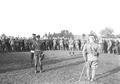 Oberstdivisionär de Lays bei der Manöverkritik - CH-BAR - 3240030.tif