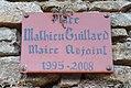 Oingt - Place Mathieu Guillard (plaque).jpg