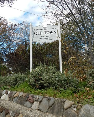 Old Town, Staten Island - Welcome to Old Town sign, corner of Old Town Road and North Railroad Avenue