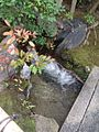 One of a small waterfall in The garden of Namikawa Museum of Kyoto.JPG