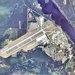 Wurtsmith Air Force Base - Image: Oscoda Wurtsmith Airport 2006 USGS