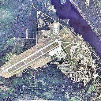 Wurtsmith Air Force Base - Image: Oscoda Wurtsmith Airport 2006 USGS
