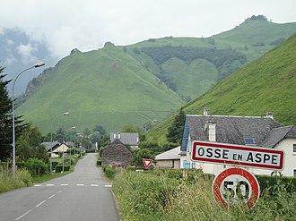 Osse-en-Aspe - The road into Osse-en-Aspe