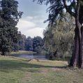 Overzicht park met vijver - Dieren - 20363917 - RCE.jpg