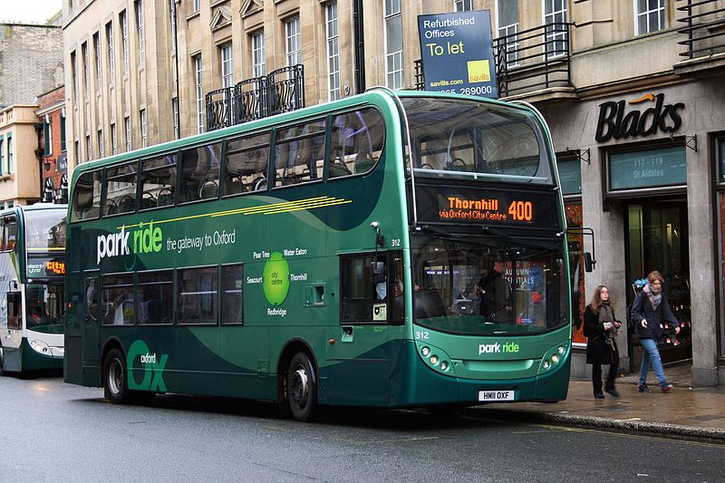 Oxford Bus Company 312 on Route 400, Oxford City Centre (15567762182).jpg