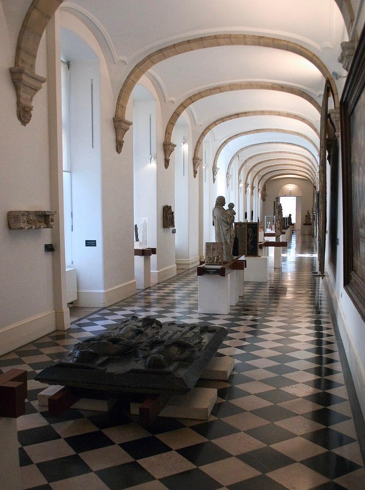 musée des beaux arts Le musée des beaux-arts de charleroi conserve un vaste ensemble de plus de 3000 pièces comprenant peintures, sculptures, installations, gravures, dessins, photographies et céramiques balayant art ancien, art moderne et art contemporain.
