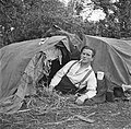 Paddy Rush liggend in een tent, Bestanddeelnr 191-0814.jpg