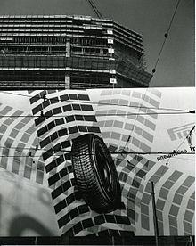 Il grattacielo nel 1958, durante la sua costruzione, in un'immagine di Paolo Monti.