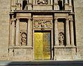 Part inferior de la façana de l'església de sant Miquel dels Reis.JPG