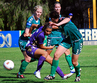 Perth Glory FC (W-League) - Perth forward Samantha Kerr surrounded in a match against Canberra United