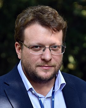 Peter Pomerantsev (2019), FORUM 2000, Prague.jpg