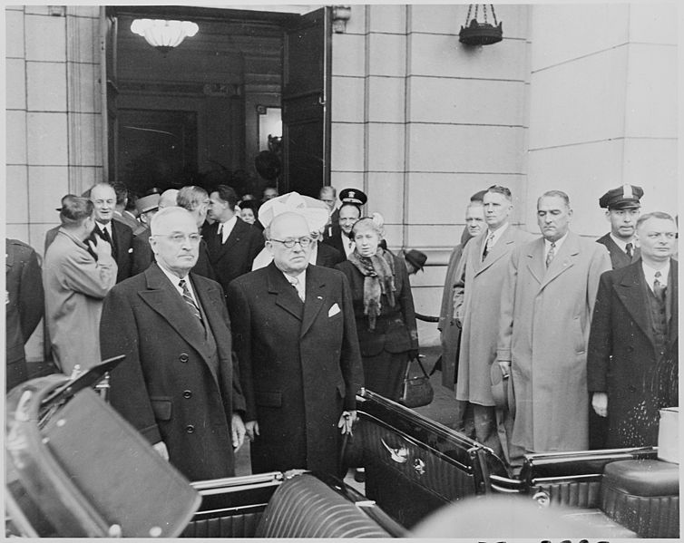 File:Photograph of President Truman with French President Vincent Auriol, during Auriol's visit to Washington. - NARA - 200288.jpg