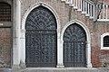 Porte in ferro Pescaria Venezia.jpg