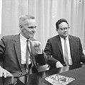 Prof. dr. J. Tinbergen (econoom) vertrokken naar Indonesie, Bestanddeelnr 918-8304.jpg