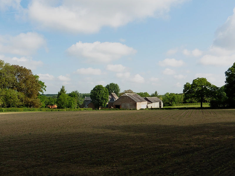 La ferme du Mesnil à  Quiévelon.-  Parc naturel régional de l'Avesnois, dans le  Nord France