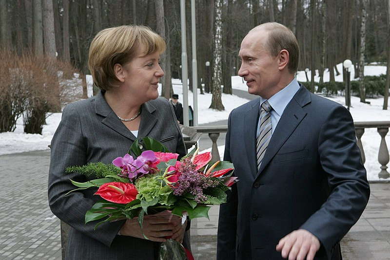 Datei:RIAN archive 186607 German Chancellor Angela Merkel pays a working visit to Russia.jpg