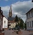 Rathausbrunnen und Protestantische Kirche - panoramio.jpg