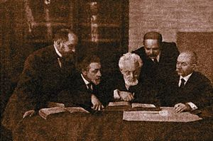 Mendele Mocher Sforim - The Odessa literary group in 1916; from left to right: Yehoshua Ravnitzki, Shloyme Ansky, Mendele M. Sforim, Hayim N. Bialik, Simon Frug.