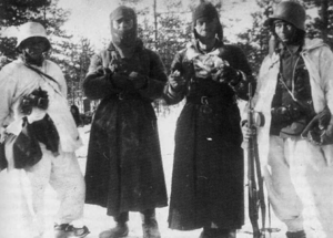 Soviet prisoners of war in Finland - Finnish cavalrymen guarding two Red Army soldiers in Lementti in the Ladoga Karelia.