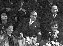 ca5aa05cf6 Remise de la Coupe des Dames 1939 du rallye Monte-Carlo à Mmes Simon (G.)  et Largeot (D.).