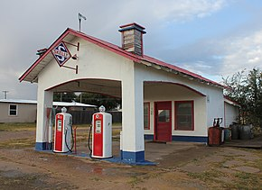 Restored filling station in Skellytown, Texas.JPG