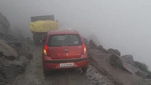 File:Road to Rohtang pass on the Manali-Leh Highway, 4 stabilized.webm