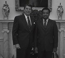 Ronald Reagan and Gerald Thomas1982.jpg