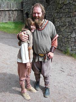 Ronja og hendes fader Mattis på Astrid Lindgrens verden 2014.